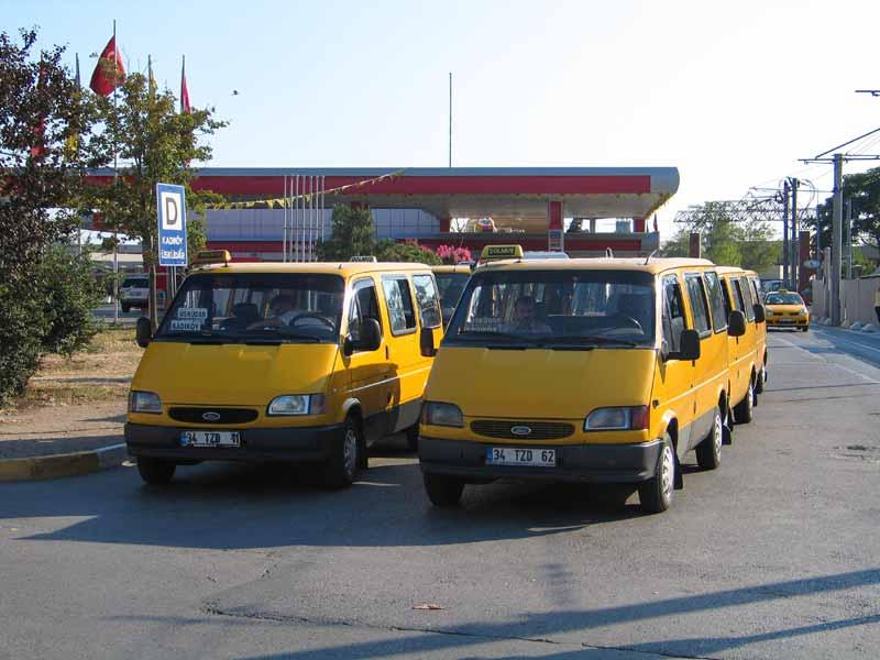 """""""Долмуши """" курсируют по самым популярным маршрутам.  Такси в Турции жёлтого цвета, в них всегда установлены."""